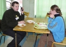 Александр Широких даже завтракает с рацией
