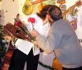 Вручение цветов и поцелуев