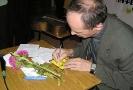 Раздача автографов