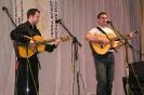 Александр Широких (слева) аккомпанирует Роману Турусову, КСП «Поиск»
